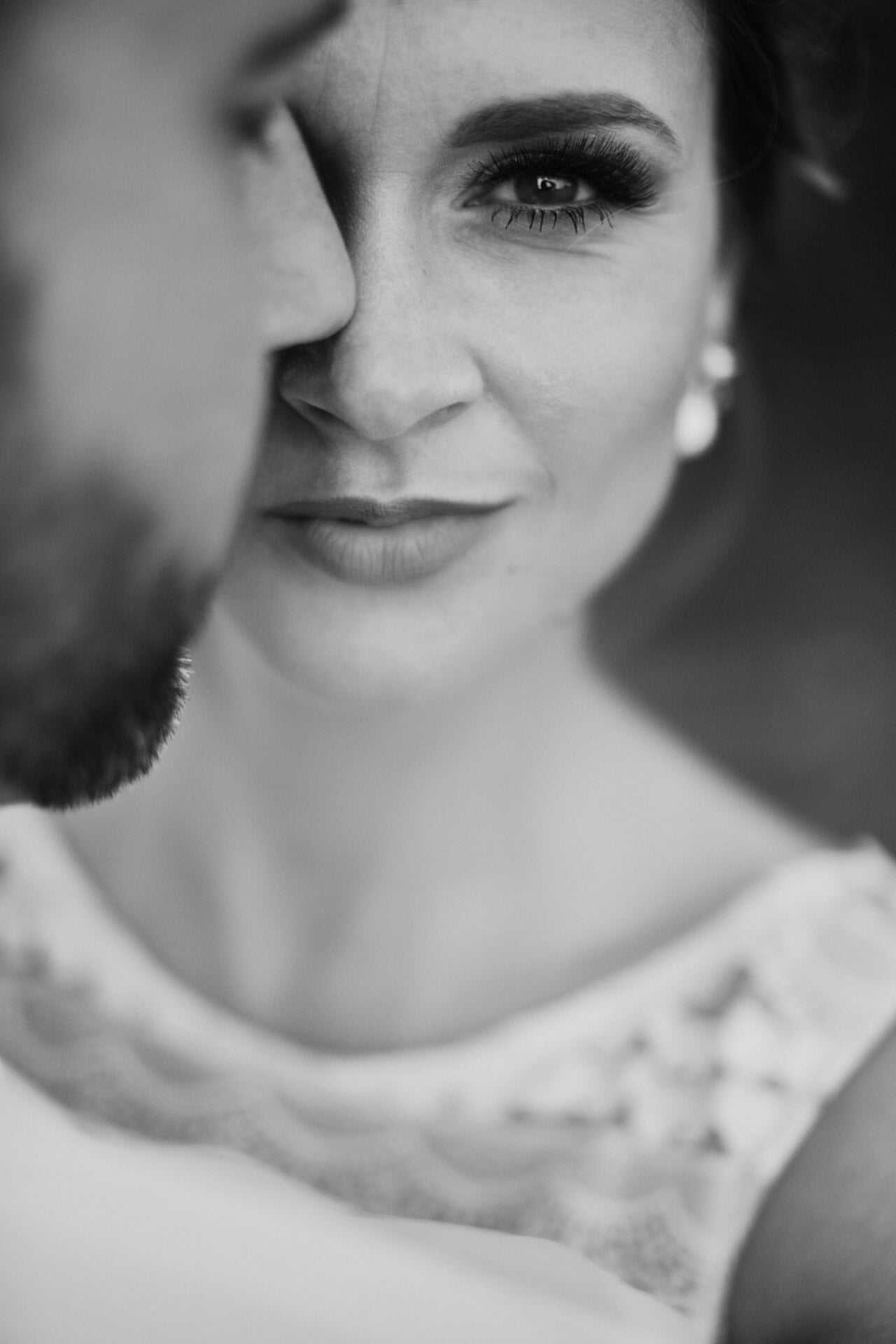 Portret Panny Młodej w trakcie sesji ślubnej