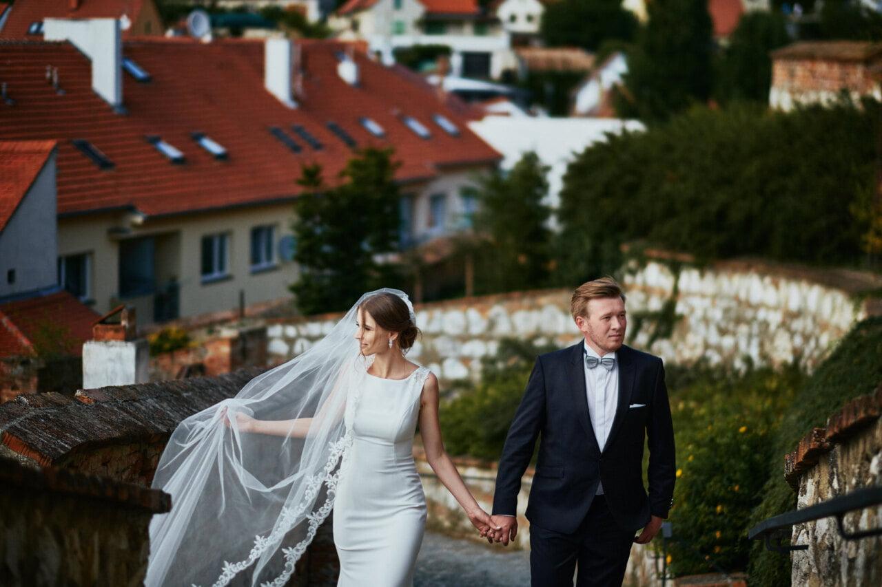 Para Młoda w trakcie sesji w plenerze wykonanej przez fotografa ślubnego z Chorzowa Dawida Zielińskiego